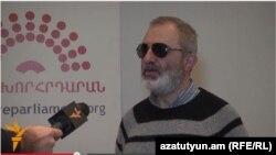 «Նախախորհրդարան»-ի ակտիվիստ Ալեք Ենիգոմշյան, արխիվ