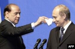 Друг Сильвио, друг Владимир... Где те беззаботные времена? (Фото 2004 года)