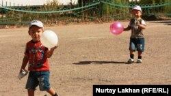 Играющие дети в Талгарском районе Алматинской области. Иллюстративное фото.