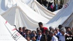 Беженцы из Сирии у турецкой границы