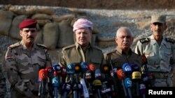 Իրաք -- Իրաքի Քուրդիստանի առաջնորդ Մասուդ Բարզանին (կենտրոնում) ասուլիս է տալիս, արխիվ