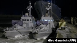در نوامبر ۲۰۱۸ نیروی دریایی روسیه در تنگه کرچ که دریای آزوف را به دریای سیاه وصل می کند ۲۴ پرسنل نیروی دریایی اوکراین را اسیر و شناورهای آنها را توقیف کرد.