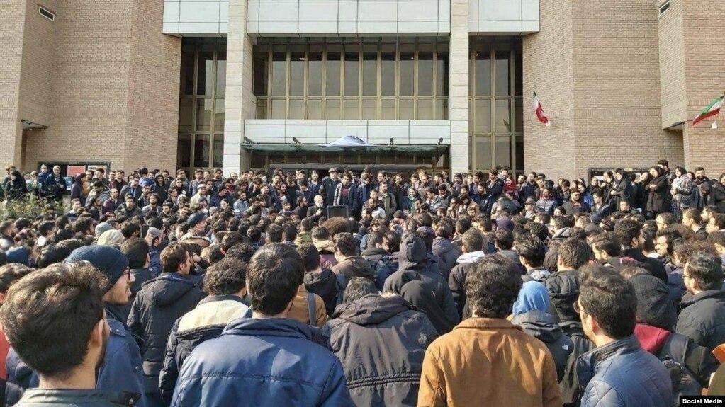 دانشگاه صنعتی شریف، تصویر اعتراضات امروز، ۲۳ دی در شبکههای اجتماعی