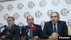 Члены оппозиционного блока «Елк» (архив)