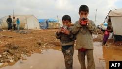 نمایی از کودکان آواره سوری در اردوگاه «باب السلمه».