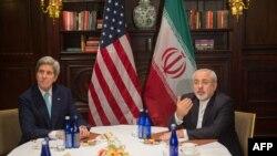 Sekretari amerikan i shtetit, John Kerry dhe kryediplomati iranian, Mohammad Javad Zarif - Arkiv