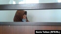 Діни экстремизм айыбымен сотталған діни азшылық мүшесі сот залында отыр. Атырау, 18 маусым 2013 жыл.