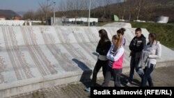 Đaci iz Srebrenice, Bratunca i Zvornika u Potočarima
