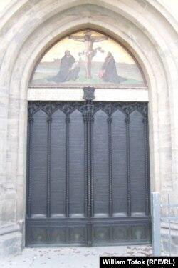 Poarta bisericii din Wittenberg, unde Luther şi-a afişat tezele
