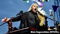 Грузинская джазовая певица Нино Катамадзе.