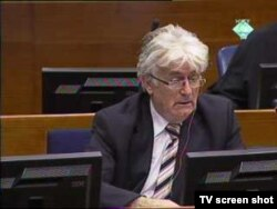 Radovan Karadžić u sudnici 28. listopada 2011.