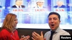 Кандидат на пост президента Украины Владимир Зеленский и его жена Елена
