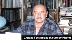Миркасыйм Госманов өендә, эш кабинетында. 2000