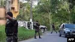 Военная полиция рядом с тюрьмой Анисио Жобим после бунта