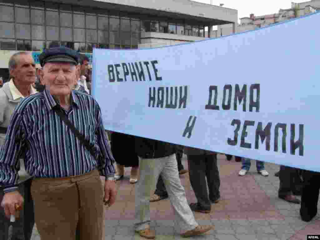 18 май көнне Кырым шәһәрләрендә матәм чаралары, Акмәчетнең үзәк мәйданында бөтенкырым митингы үтте.