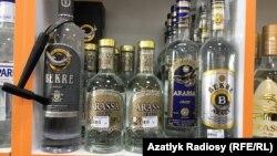 Прилавок со спиртным местного производства, Туркменистан