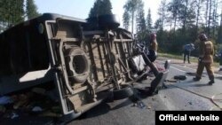 Український мікроавтобус на місці аварії, 28 липня 2013 року, фото: Міністерство надзвичайних ситуацій Білорусі (mchs.gov.by)