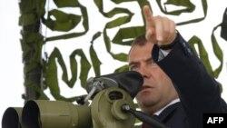 Верховный главнокомандующий РФ Дмитрий Медведев