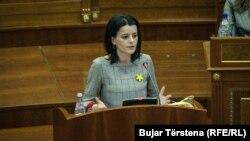Vasfije Krasniqi-Goodman, žrtva ratnog silovanja, u obraćanju poslanicima Skupštine Kosova 9. marta 2020.