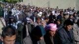 مصلّون في ديالى يتضامنون مع متضاهري الأنبار بعد صلاة الجمعة.