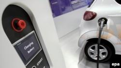 Электрический автомобиль на международной выставке. Женева, 6 марта 2007 года.