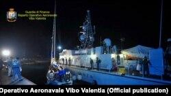 Оперативна група Фінансової поліції міста Вібо Валентія у Калабрії затримує яхту, якою керували українські скафісти