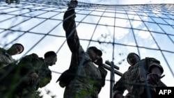 """Православные активисты проводят акцию в поддержку строительства церкви в московском парке """"Торфянка"""" – вопреки желанию местных жителей"""