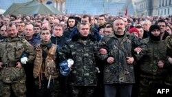 Antivladini demonstranti odaju počast ubijenima na kijevskom Trgu nezavisnosti