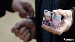 Pristalica haškog optuženika Slobodana Miloševića i ratnog zločinca Ratka Mladića u Požarevcu na godišnjicu Miloševićeve smrti
