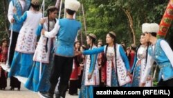 Türkmenleriň Gurbanlyk däpleri dollary we nyrhlary gymmatladýar