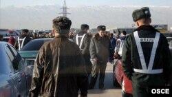 Пункт дорожного контроля в пригороде столицы Туркменистана