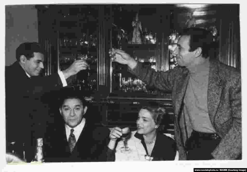 Аркадий Райкин, Леонид Утесов, Симона Синьоре и Ив Монтан, декабрь 1956 года