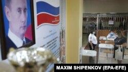 Архивска фотографија- гласачко место во Москва за референдумот за уставните измени