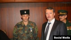 Аляксандар Шэянаў (зьлева) разам з Ігарам Стралковым-Гіркіным