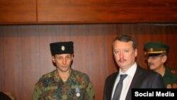 Аляксандар Шаянаў (зьлева) разам з Ігарам Стралковым-Гіркіным