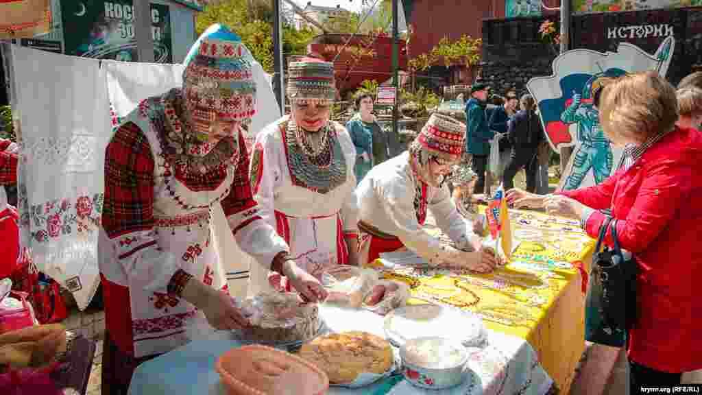 Чуваське товариство представило на фестивалі не тільки національні страви, а й прикраси