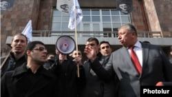 Ректор Политеха требует от активистов движения «Я против» покинуть территорию, Ереван, 20 февраля 2014 г.