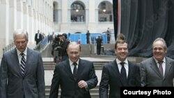 """""""Единая Россия"""" на марше: Борис Грызлов, Владимир Путин, Дмитрий Медведев и Ментемир Шаймиев"""