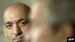 حامد کرزای، ريس جمهوری افغانستان روز شنبه، ۲۹ سپتامبر، اعلام کرد که آماده است با ملا عمر، رهبر طالبان و گلبدين حکمتيار، رهبر حزب اسلامی ديدار کند.