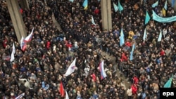 Pro-Russian activists and Crimean Tatar protesters and supporters of Euromaidan face off near the parliament building in Simferopol on February 26, 2014.