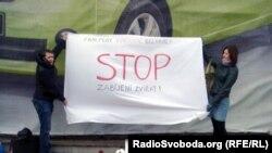У Празі висловили протест проти вбивств в Україні безпритульних тварин