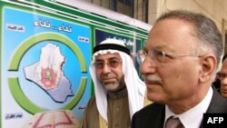 Ислам конференциясы ұйымының бас хатшысы Экмеледдин Ихсаноглу Ум әл-Қура мешітінде. Бағдат, 24 ақпан 2009 жыл