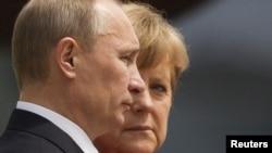 Германия Канцлери Ангела Меркел ва Россия Президенти Владимир Путин.