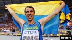 Богдан Бондаренко після переможного стрибка на Чемпіонаті світу в Москві, 15 серпня 2013 року
