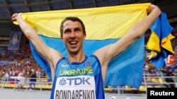 Бондаренко святкує свою перемогу в Москві, 15 серпня 2013 року