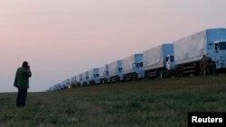 Російський конвой вантажівок з гуманітарною допомогою недалеко від міста Єлець, Росія, 12 серпня 2014 року