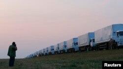 Украинаның шығысына гуманитарлық жүк апара жатқан ресейлік көліктер. Ресей, 12 тамыз 2014 жыл.