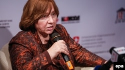 "Belarusian investigative journalist and writer Svetlana Alexievich, winner of the 2015 Nobel Prize in Literature, attends a press conference for the presentation of her book ""Chornobyl's Prayer"" in Kyiv, April 7, 2016"