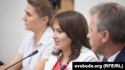 Ганна Конопацька (с) на прес-конференції в Мінську, 13 вересня 2016 року