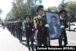 """18-сентябрда беМелис Эшимкановдун сөөгү """"Ала-Арча"""" көрүстөнүнө коюлду. 18.9.2011."""
